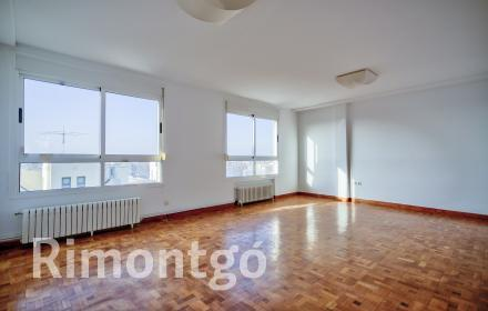 Flat for rent in Calle Xàtiva, Valencia.