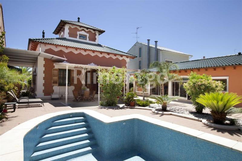 Villa for sale in Playa Malvarrosa, Valencia