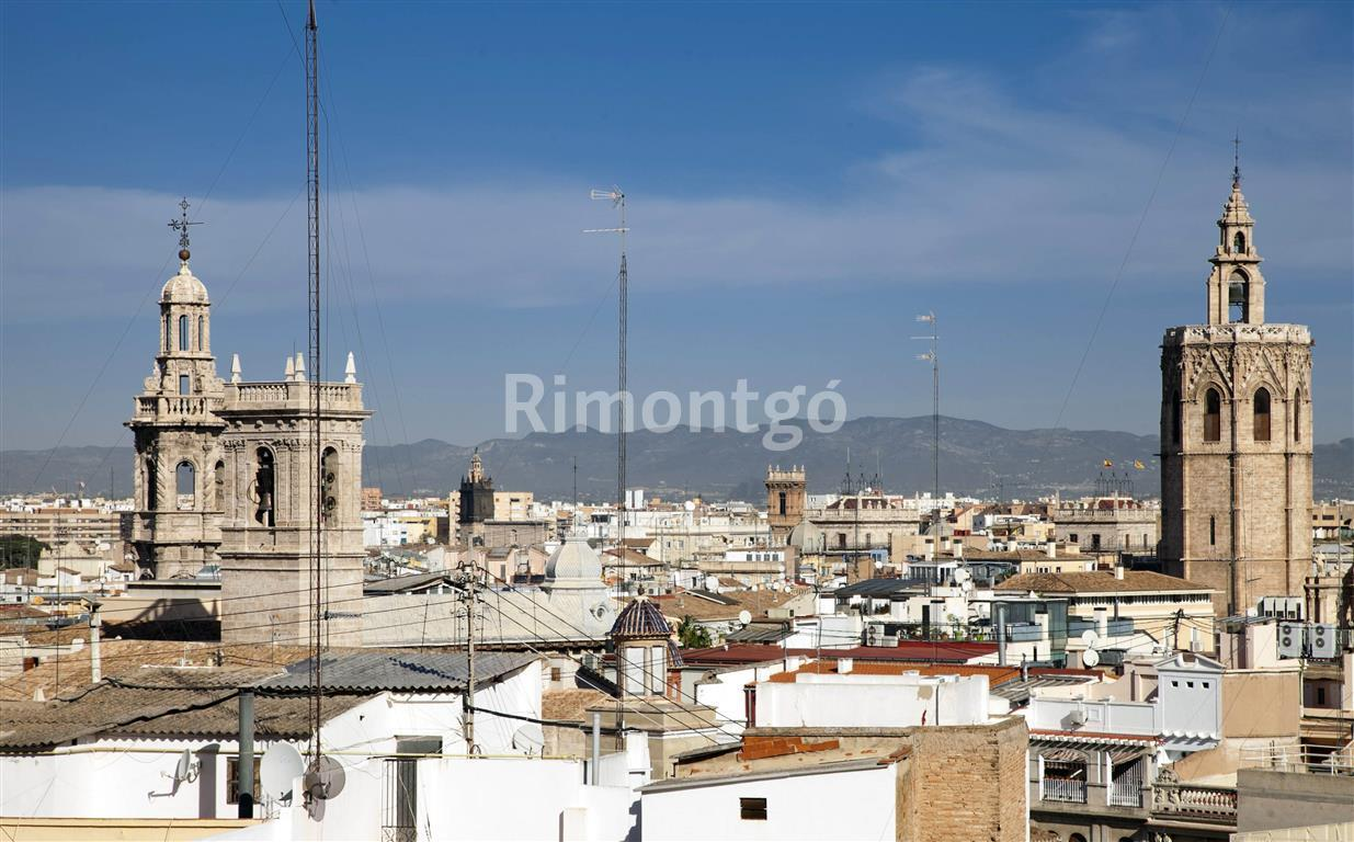 Penthouse for sale in Centro  Plaza Ayuntamiento, Valencia