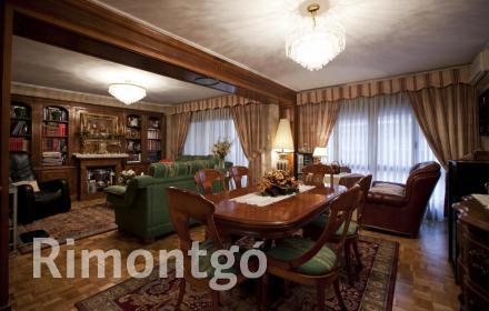Large stately property next to Calle Colón in the centre of Valencia.