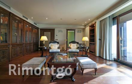 Distinguished property with lots of appeal on the Gran Vía Marqués del Turia in Valencia.