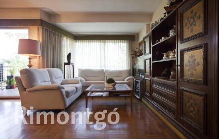 Property situated in an excellent building on Jacinto Benavente, Valencia.