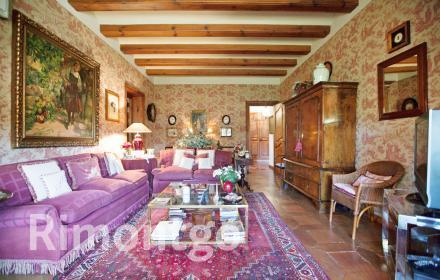 Exceptional rustic-style property in Rocafort.