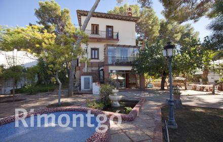 Elegant and exquistie property with its own character in La Cañada, Paterna, Valencia.