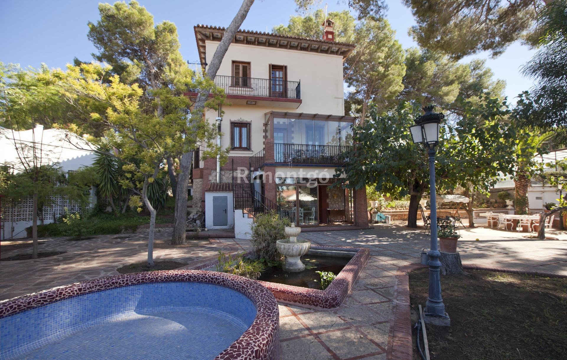 Luxury villa for sale in La Cañada, Valencia