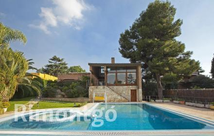 Luxury villa for sale in Santa Apolonia, Torrente, Valencia