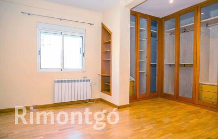 Bright apartment, close to the universities of Valencia.