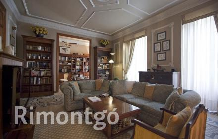 Spectacular flat in one of the most prestigious areas of Valencia.