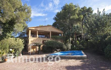Villa with lovely views of the surroundings located in the residential complex El Bosque Golf.