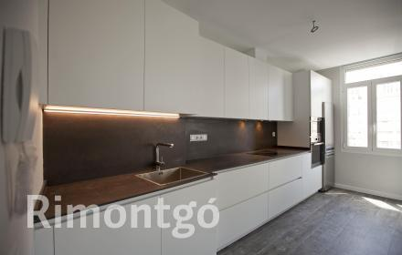 Fully renovated apartment with excellent facilities in Valencia.