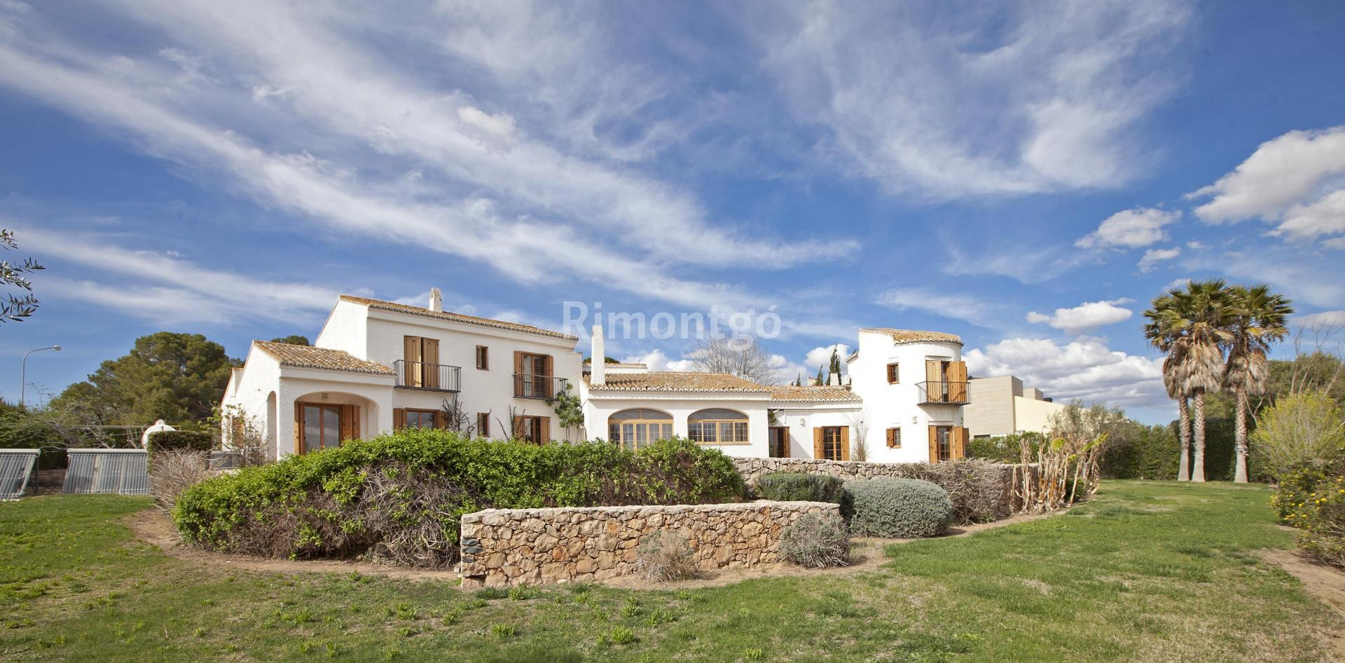 Luxury villa for sale in El Bosque, Chiva, Valencia