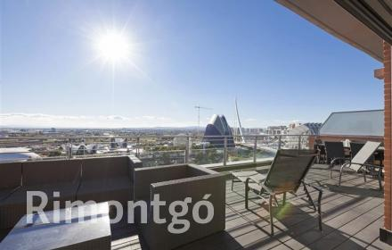 Exclusive duplex penthouse apartment with fabulous views of the City of Arts and Sciences, Valencia.