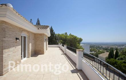 Recently renovated villa with views in Los Monasterios, Valencia