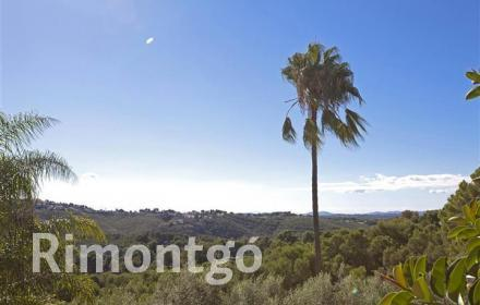Villa with garden offering views in El Bosque, Chiva.