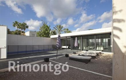Modern villa with two patios in Los Montasterios, Puzol.