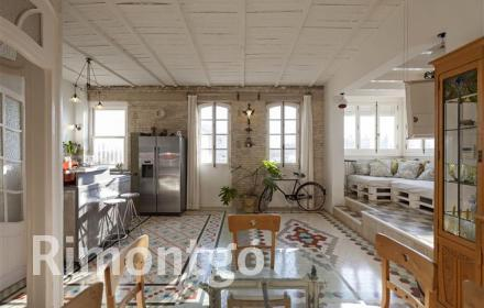 Penthouse for sale in the historic centre of Valencia.