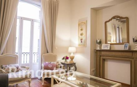 Apartment with 2 balconies in the centre of Valencia.