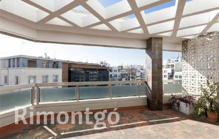 275m2 apartment with 5 bedrooms in the centre of Valencia.