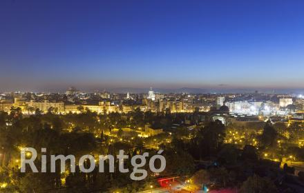 Duplex attic apartment with a terrace and views beside the Viveros gardens in Valencia.