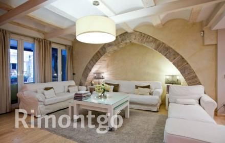 Modern design property with classic touches right in the centre of Valencia.
