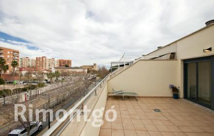 Exclusive terraced house with a swimming pool, garden and communal areas in Alfahuir, Valencia.