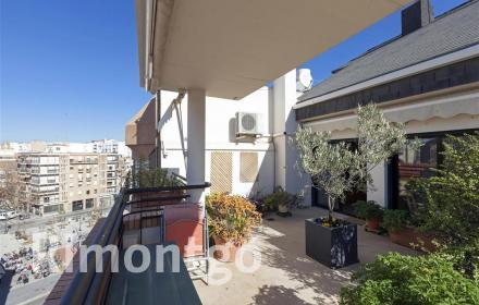 Duplex penthouse for sale in El Botánico, Valencia.