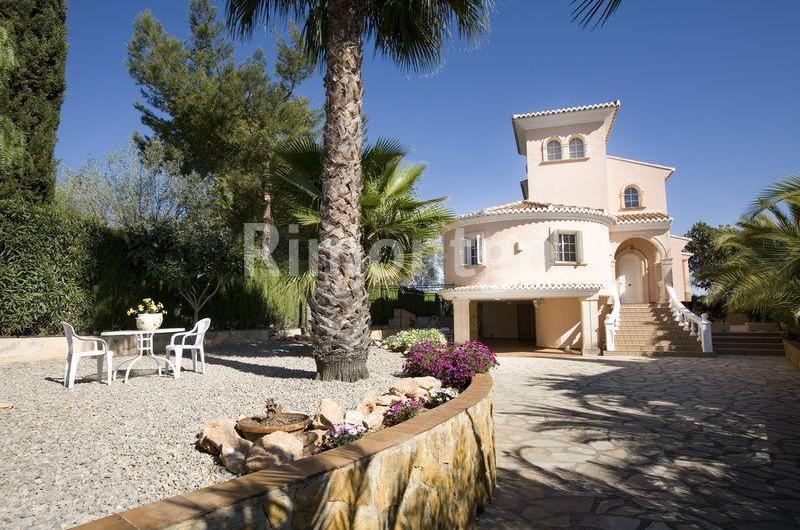 Luxury villa for sale in Chiva, Valencia