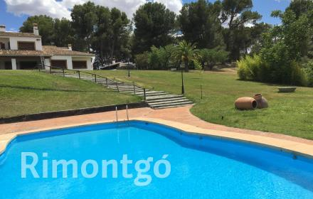 Estate with masía for rent in the Valencia province.