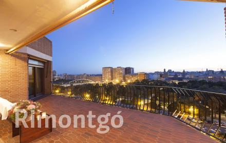 Penthouse with impressive terrace and views for sale in Valencia.