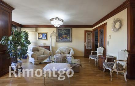 3-bedroom flat for sale in Extramurs, Valencia.
