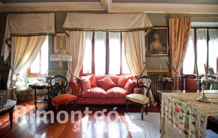 Classic property with large rooms in the centre of Valencia.
