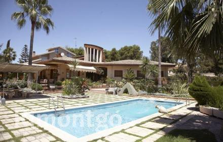 Villa for sale in Santa Apolonia, Torrente, Valencia