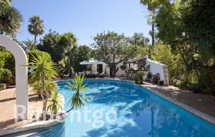 Magnificent Mediterranean-style villa located in the Alfinach residential area, close to Valencia.