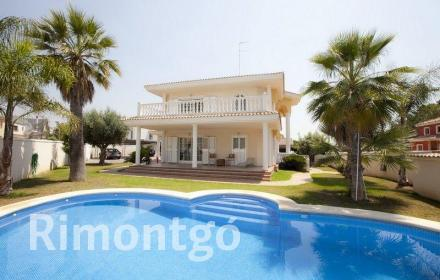 Beautiful property with bright and large spaces in La Eliana.